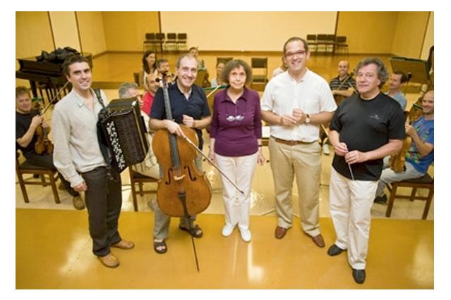 Iñaki Alberdi (acordeón), Asier Polo (Cello), Sofía Gubaidulina, Iñigo Alberdi y José Ramón Encinar (director)